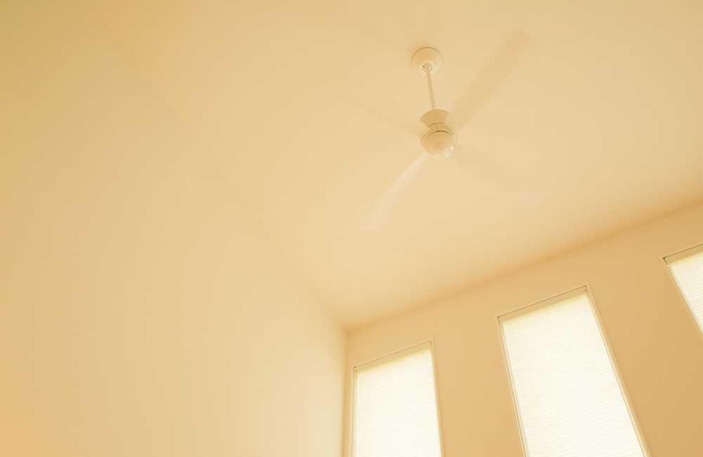 吹き抜け窓の難点は結露によるカビ。北側の吹き抜けは止めたほうよい?