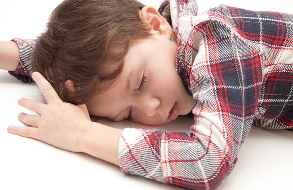 就寝22時以降の3歳児は29%!どうする?共働き家族の寝かしつけ方針